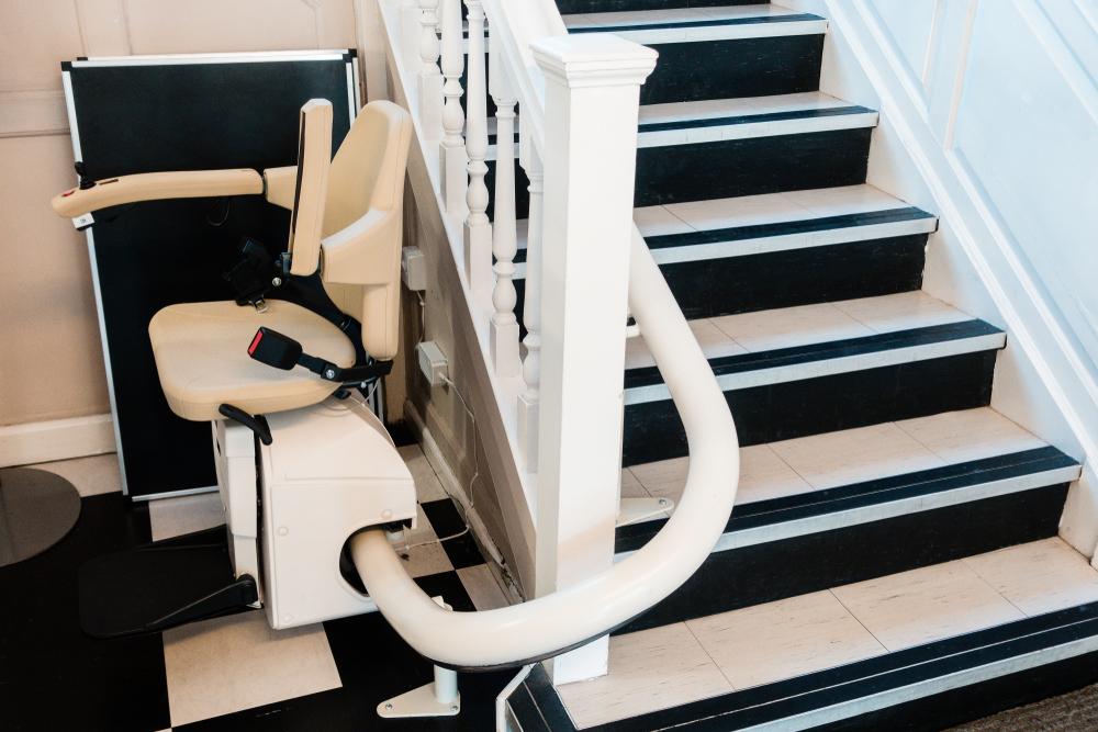 lifta treppenlift kurvige treppe
