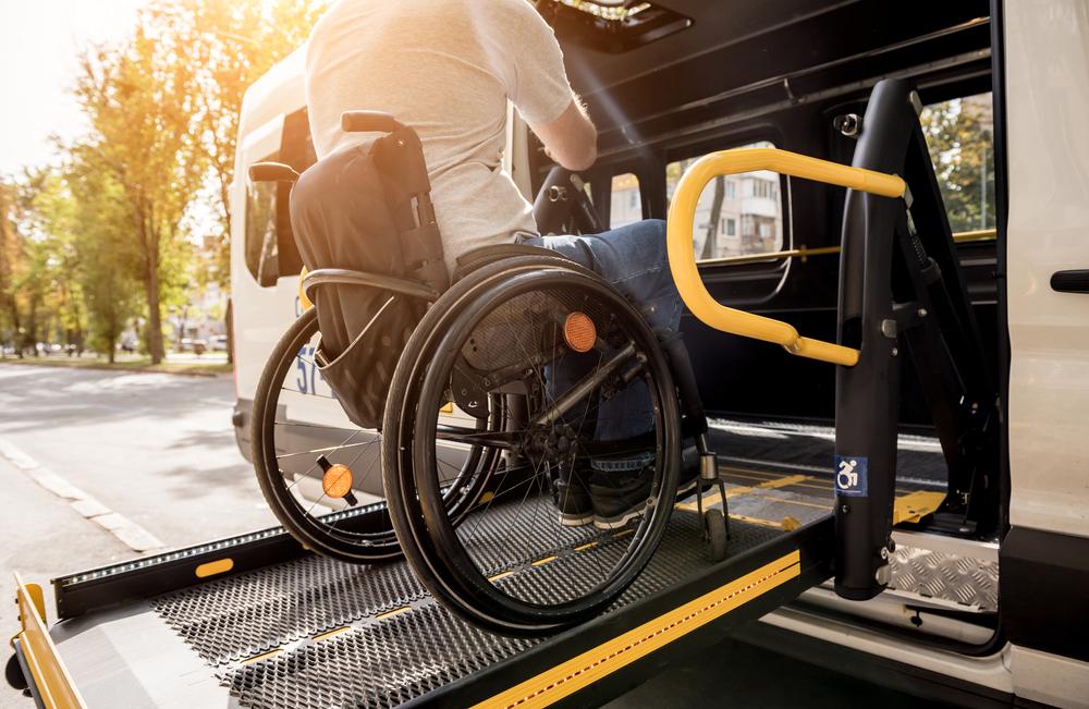 barrierefrei reisen rollstuhl bus