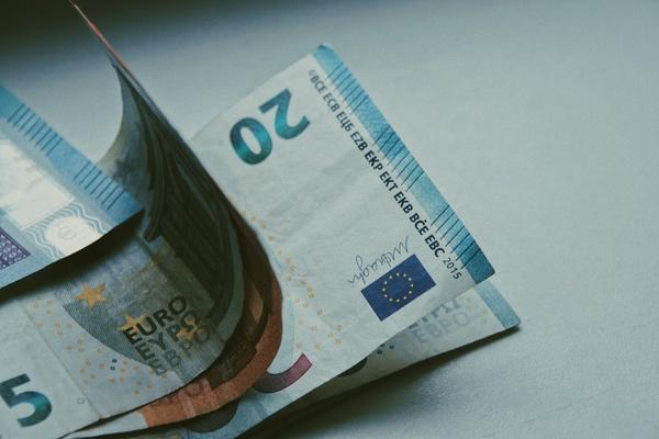 zwanzig euro schein fünf euro zehn euro geldscheine